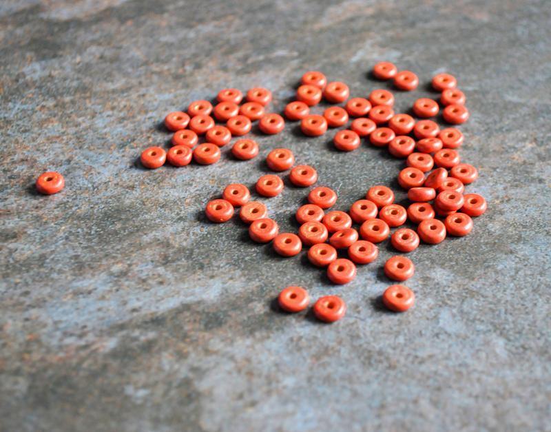 Намистини керамічні пласкі червоні