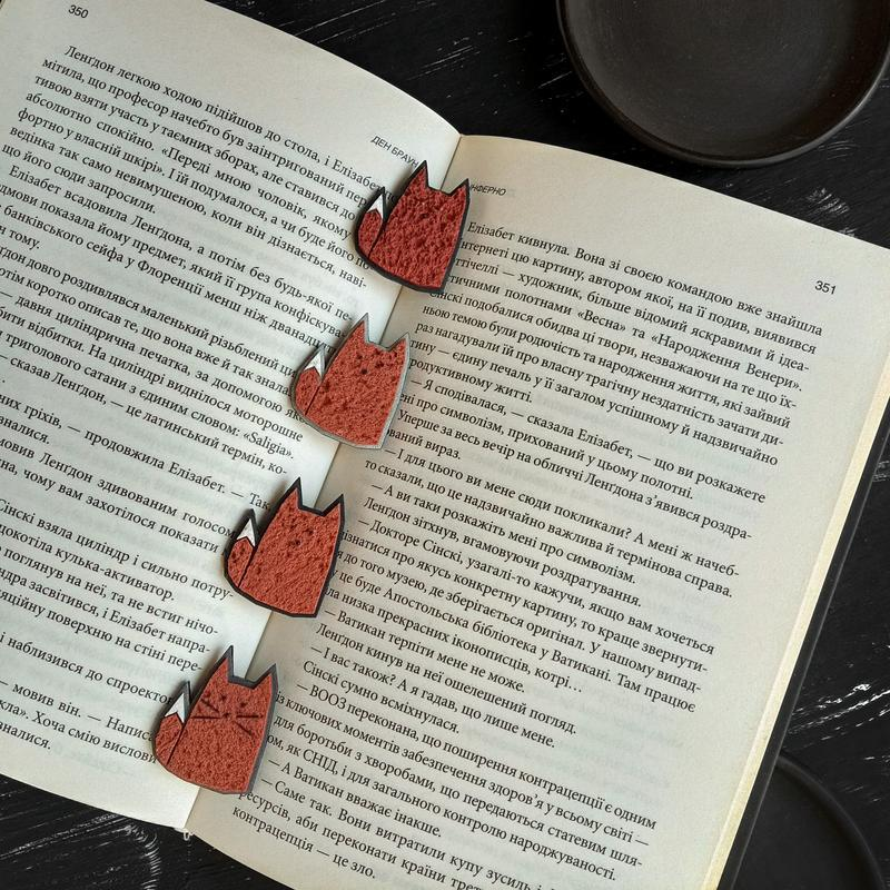 Авторская брошь маленькая Лисичка. Минималистичная брошь рыжая Лиса. Украшение Лиса ручной работы