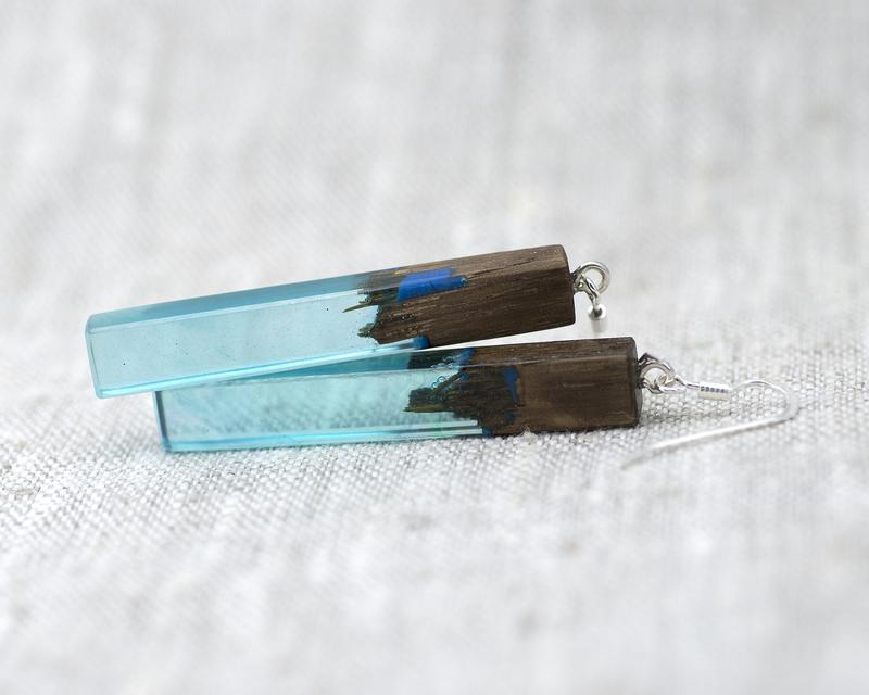 Серьги из дерева с эпоксидной смолой и люминофором (259)