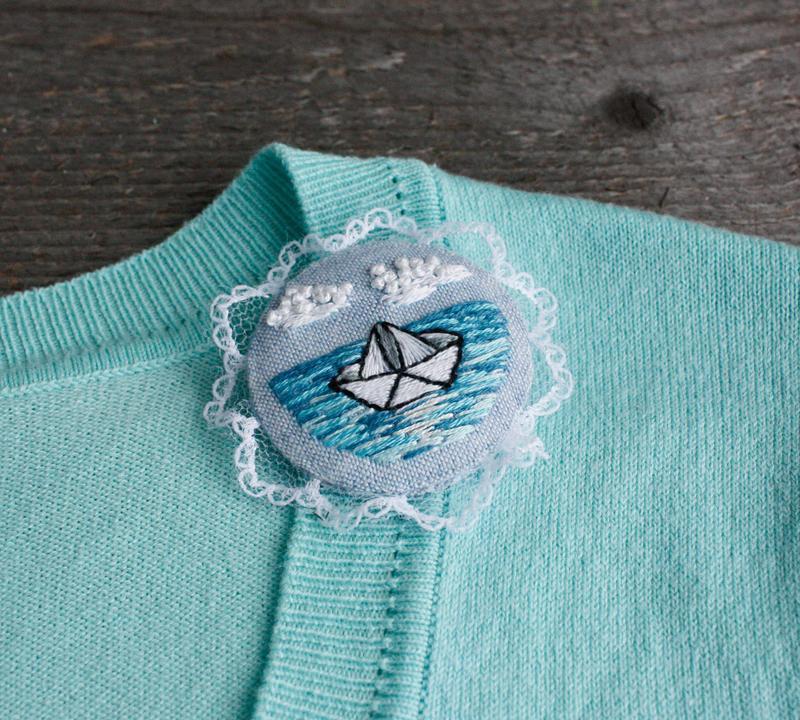 Морская брошь бохо с кружевом Голубая летняя брошь кораблик Подарок путешественнику
