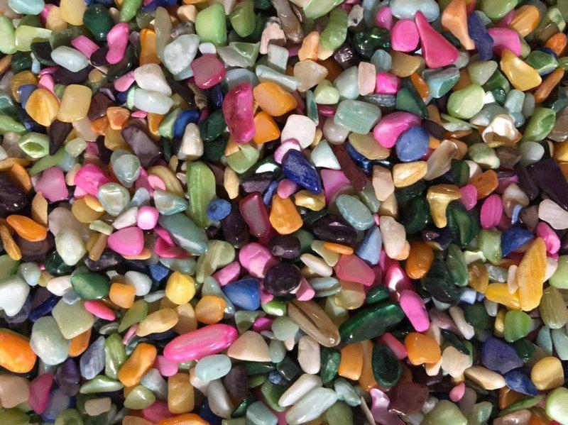 Натуральный перламутр крошка разноцветный скол 2-8 мм (10 грамм). Перламутр крихта різний натуральний