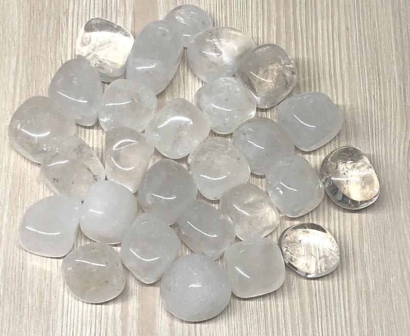 Натуральный камень галтовка крошка Горный хрусталь прозрачный скол 20-30 мм (34 грамм, 2 шт)