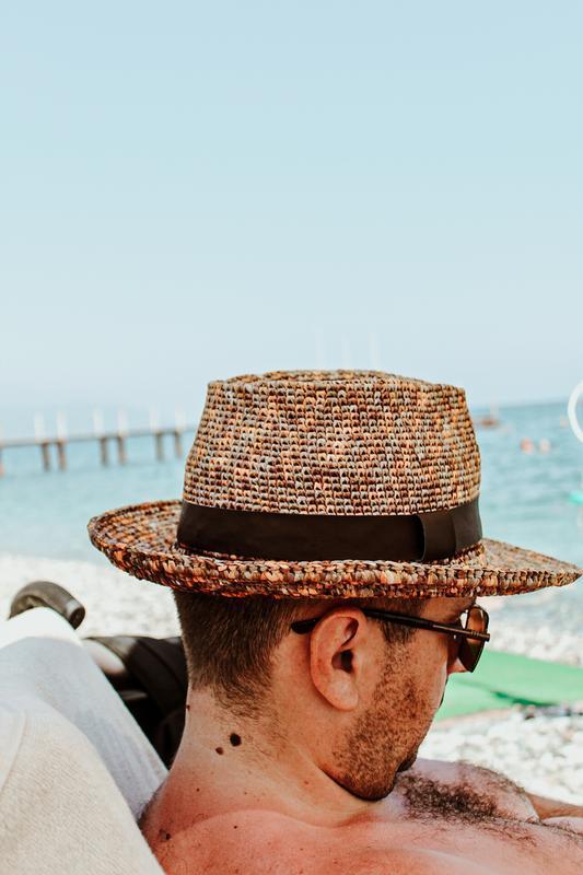 Шляпа Федора (Трилби) из рафии
