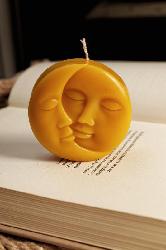 "Свеча из пчелиного воска ""Солнце&Луна"""