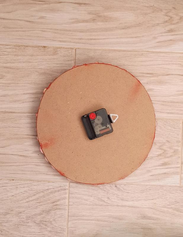 Настенные часы  из бумаги и стекла. Красные настенные часы ручной работы
