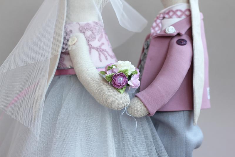 """Свадебная пара зайцев """" Пыльная роза"""""""