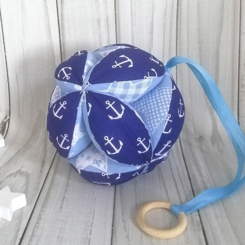Развивающий мяч Такане, Монтессори пособие. Мячик с деревянным колечком.