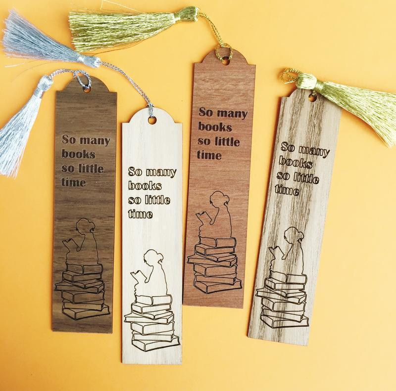 Оригинальная деревянная закладка с кисточкой