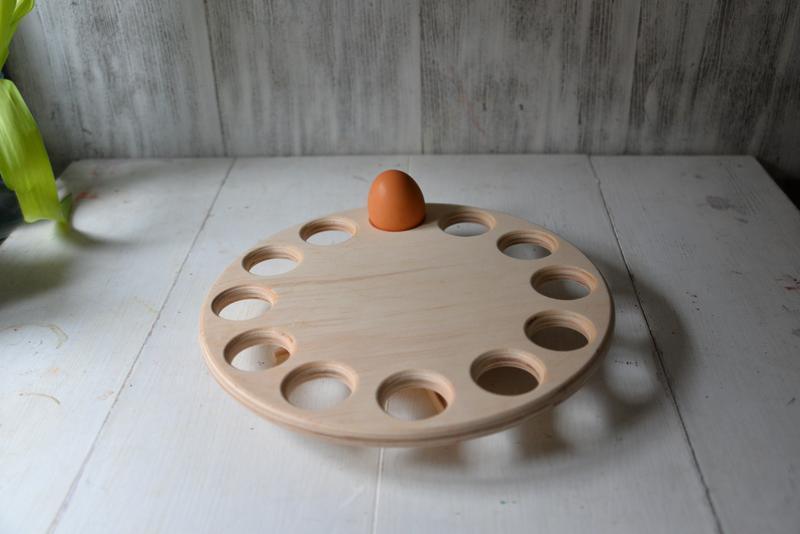 Пасхальная подставка под яйца,круглая