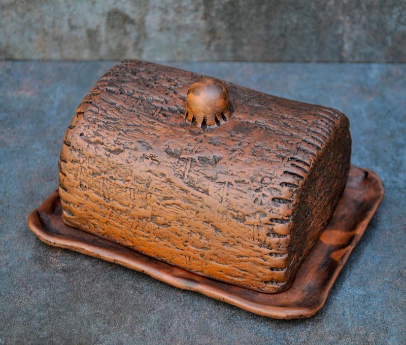 Масельничка ручної роботи з червоної глини