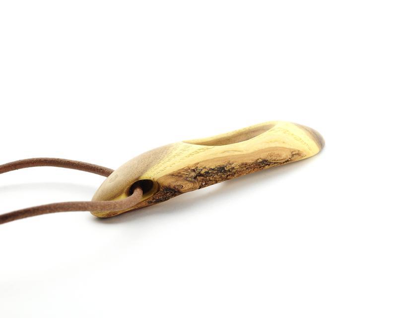 Кулон из дерева (695)