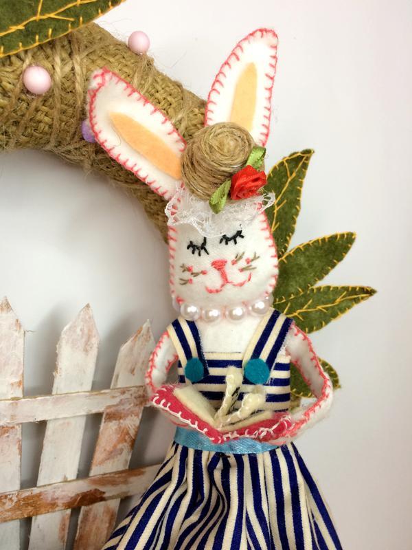 Вінок на двері, фетровий вінок з зайцем