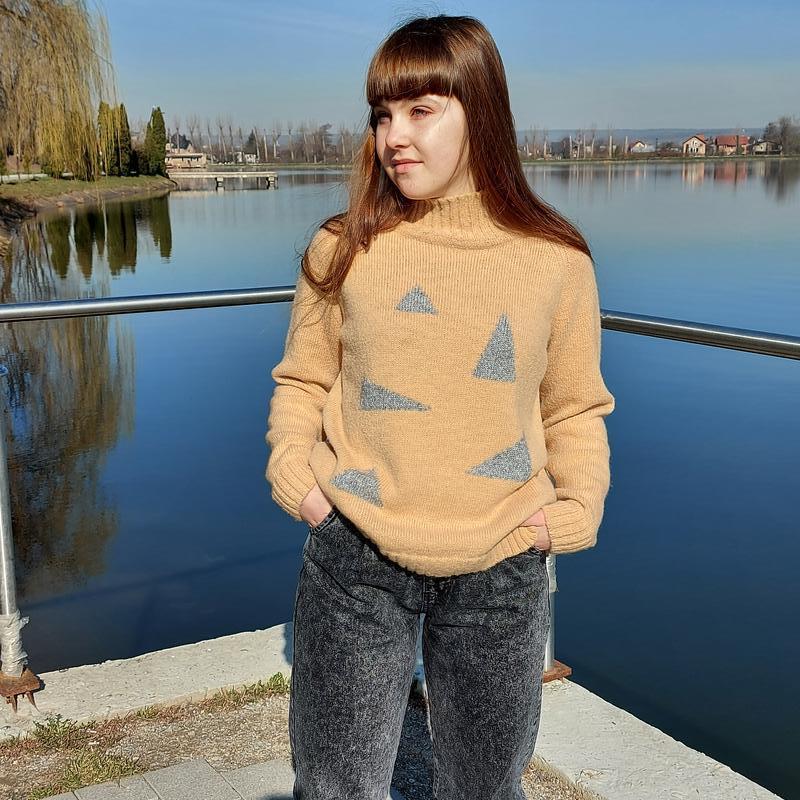 Вязаный женский свитер из альпаки
