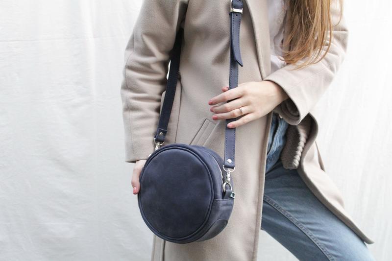 Шкіряна сумочка через плече.Кругла шкіряна сумочка Стела.