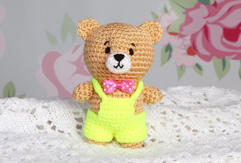 Медвежонок в комбинезоне