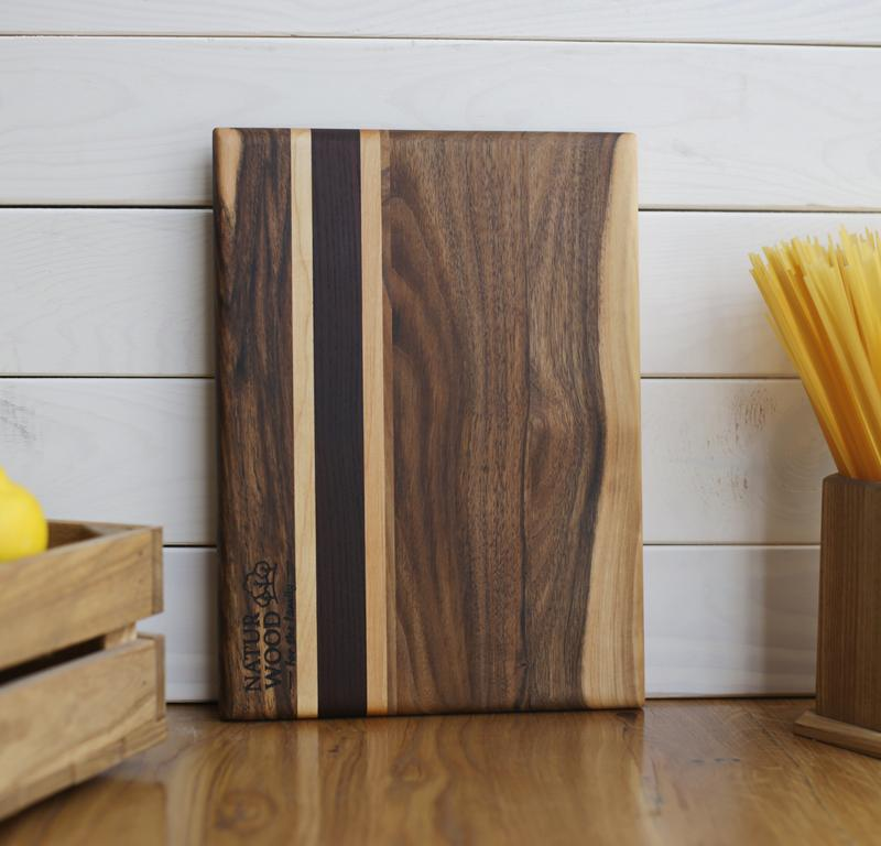 Дерев'яна обробна дошка з горіха ( 30 х 22 х 1.5 см)