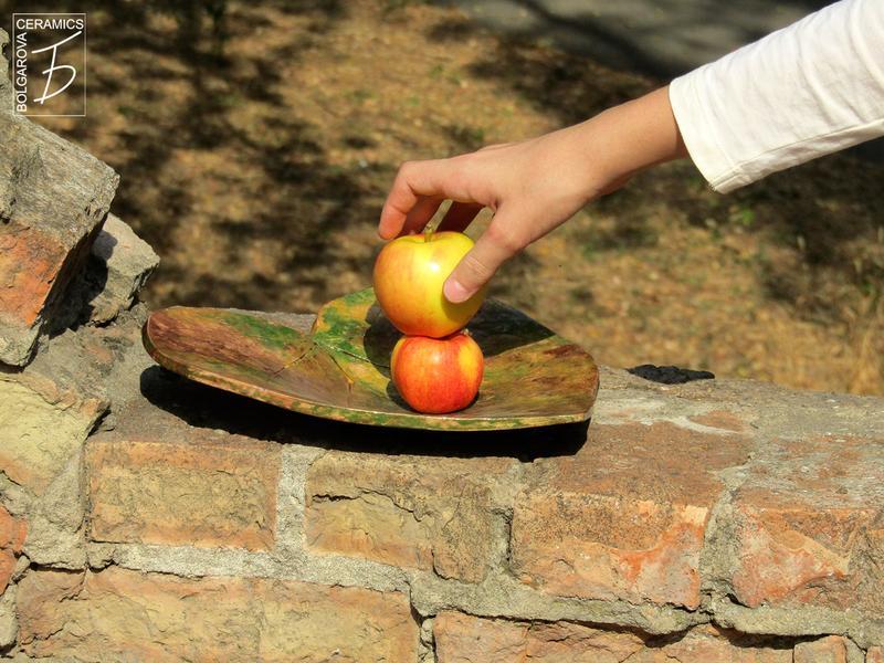 Керамическая плоская тарелка Осенний лист