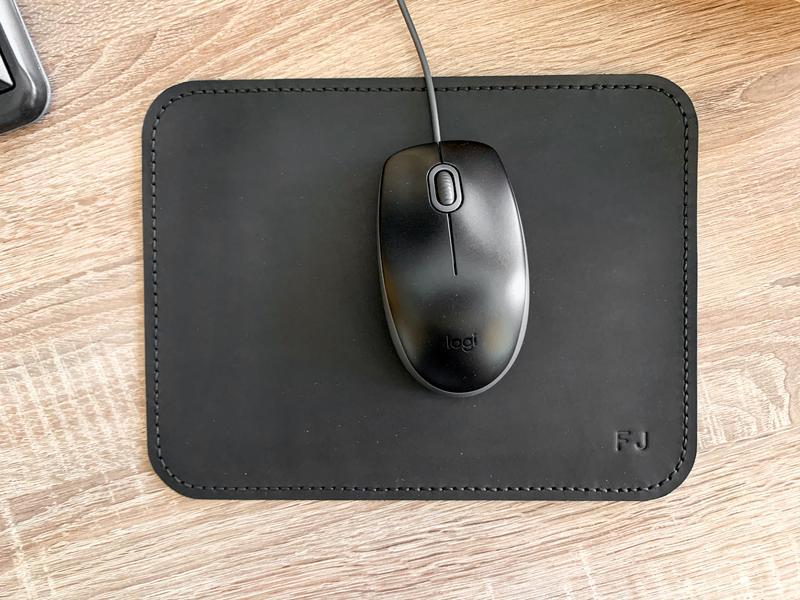 Черный кожаный коврик для мышки