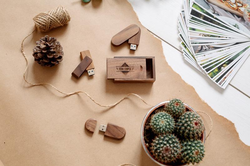 Подарочная деревянная коробочка для флешки или подарка
