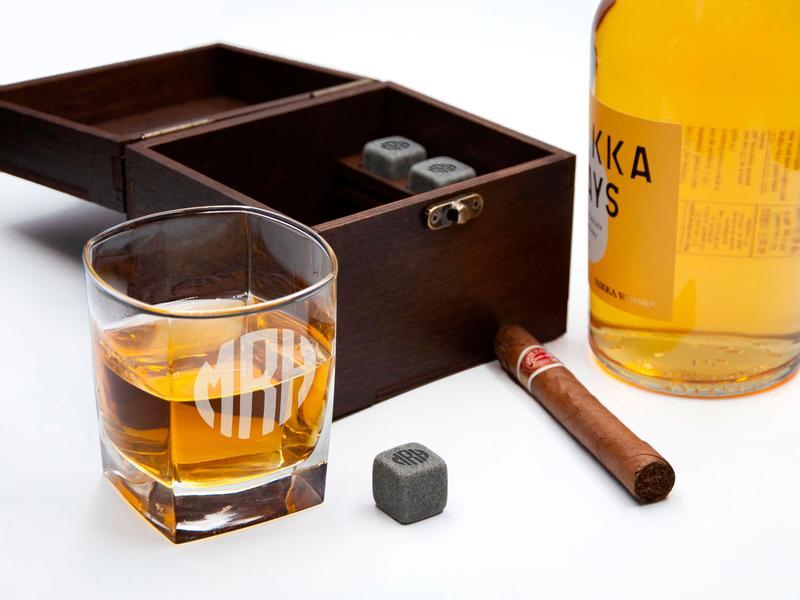 Охлаждающие камни для виски с гравировкой и стаканом в деревянной коробке