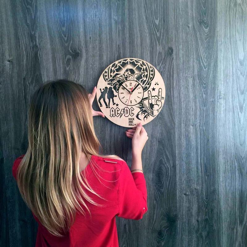 Часы ручной работы из дерева AC/DC