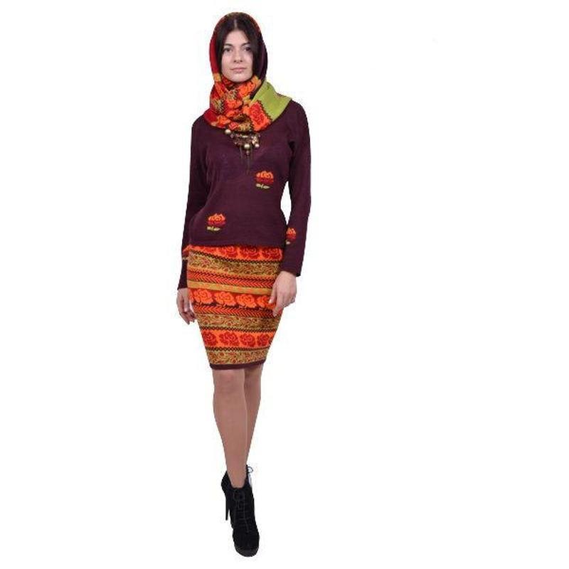 Вязаный деловой комплект (платье и жакет).