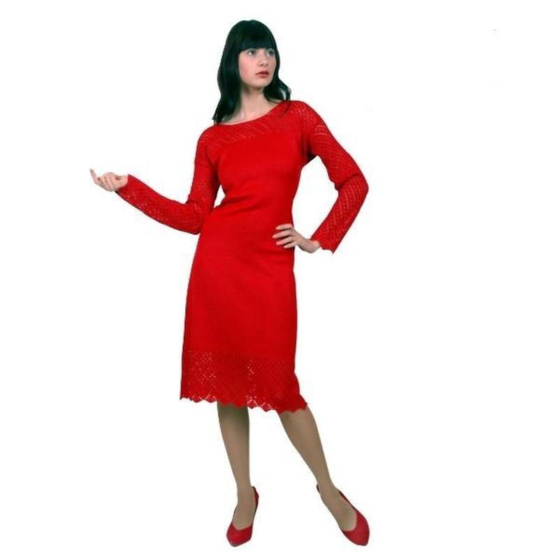 Сміливе червоне плаття (в'язане).