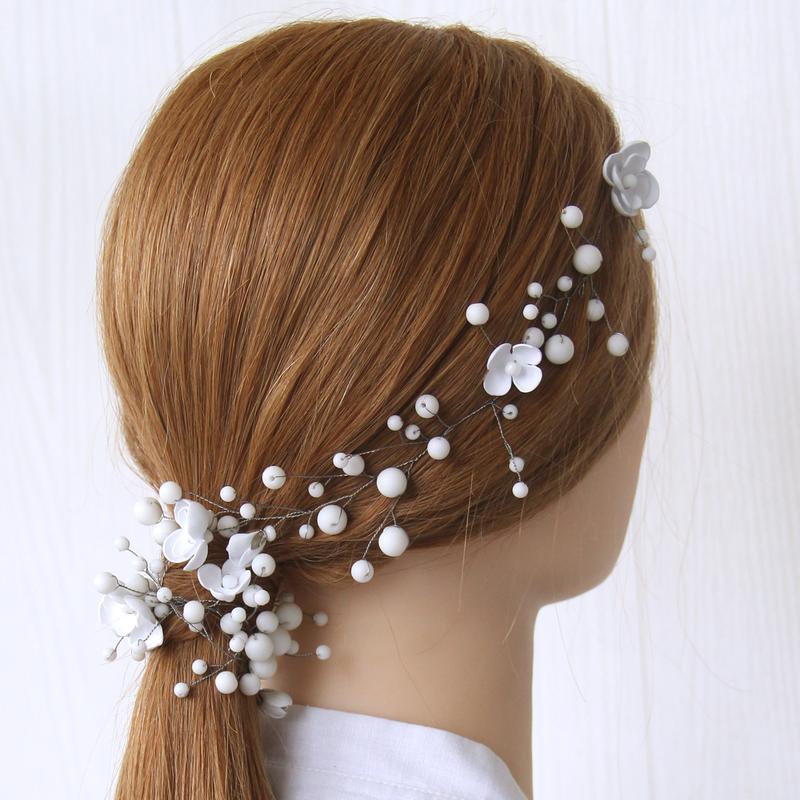 Свадебная веточка с бусинами и цветами. Украшение для волос.Венок для невесты.