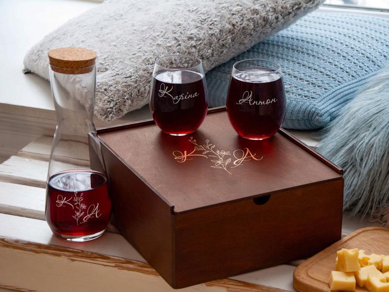 Стаканы для вина и графин с гравировкой на заказ