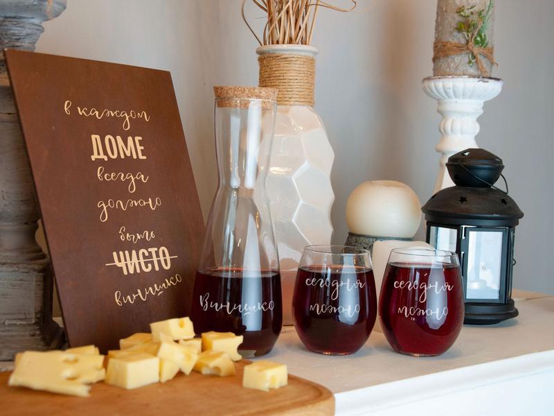 Стаканы под вино с графином и оригинальной гравировкой