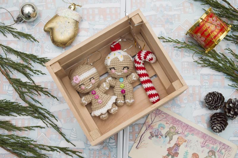 пара пряничные человечки новогодние игрушки вязаные крючком