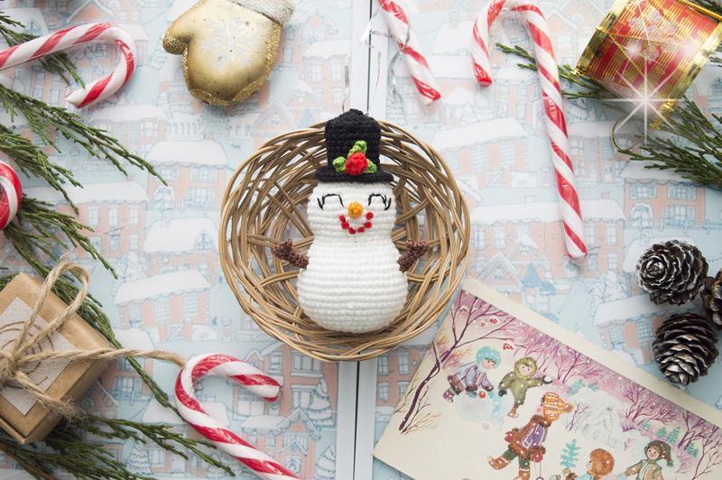 снеговик новогодняя мягкая игрушка вязаная крючком игрушки на елку