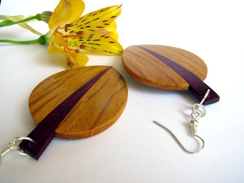 Сережки из дерева