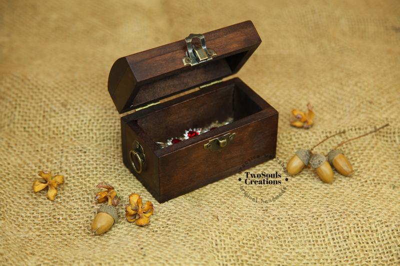 Шкатулка, сундук, шкатулка для хранения украшений.
