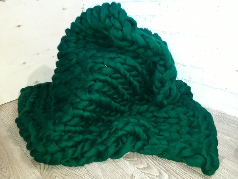 Темно зелёный плед из крупной мериносовой пряжи