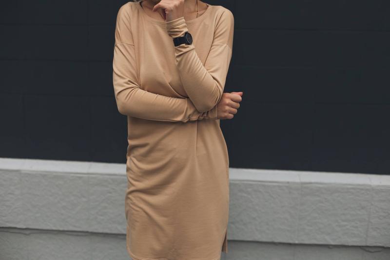 Бежевое платье, трикотажное платье, хлопок, голое платье, телесный цвет, женственное платье