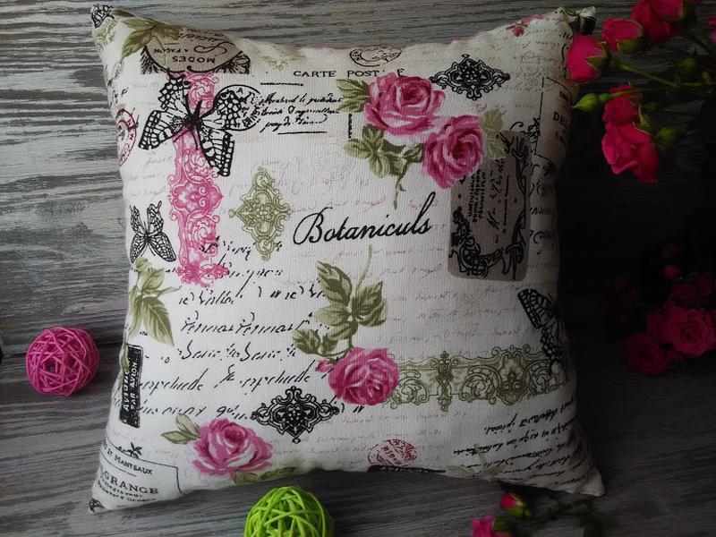Подушка диванная малиновые розы