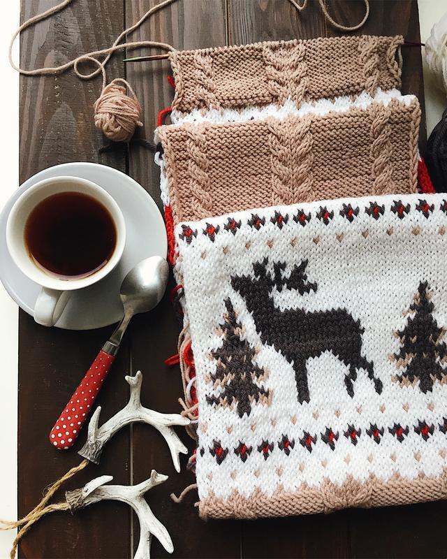 Вязаный шарф с оленями (красно- бежевый)