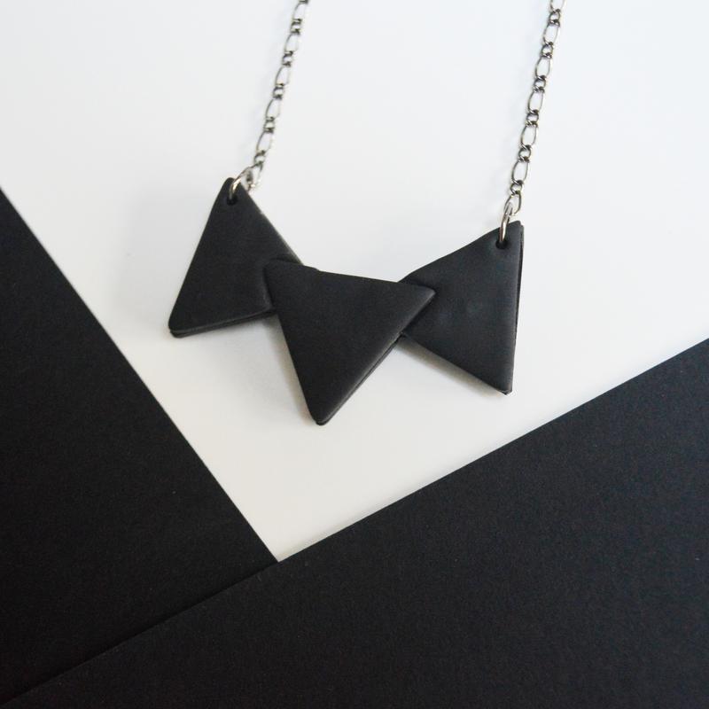 """Колье """"Black triangles"""""""