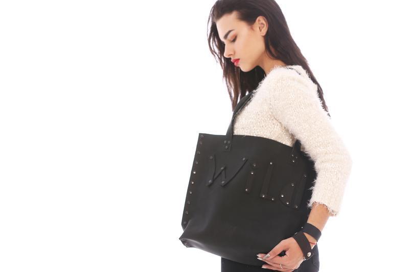 Кожаная сумка Шопер черная с надписью Wild от мастерской Wild