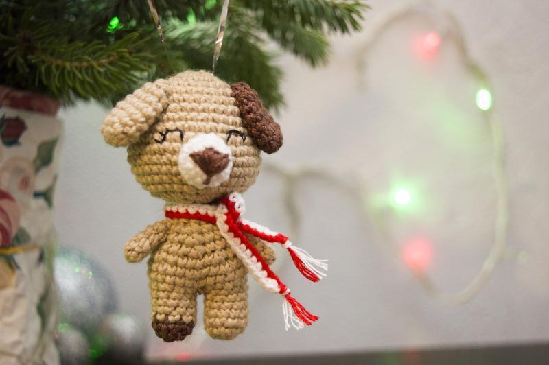 Бежевая Собака, вязаная собачка крючком, символ 2018 года