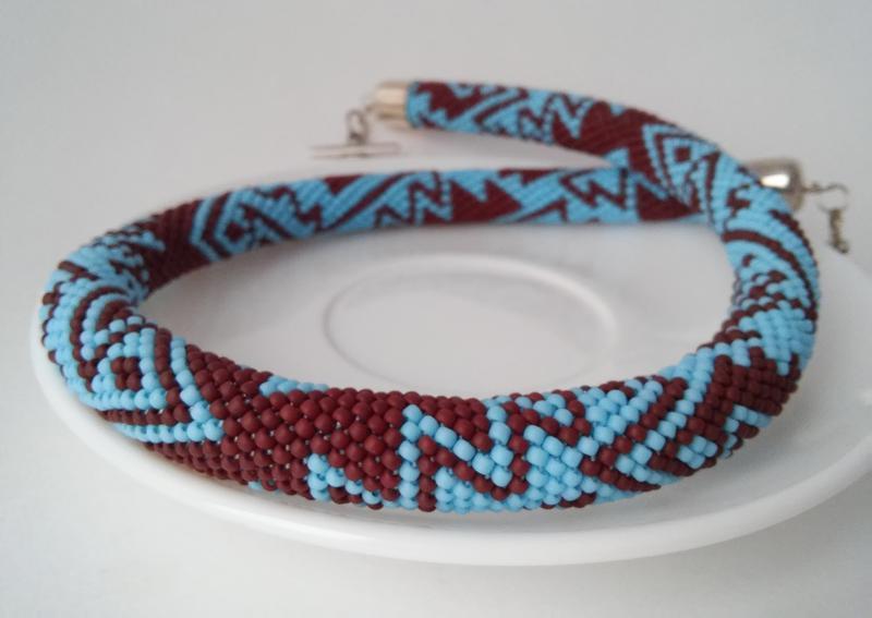 Голубое с коричневым геометрическое ожерелье жгут из японского бисера