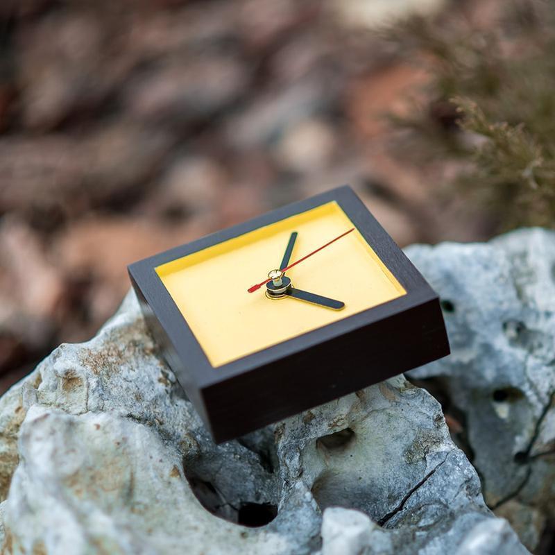 Часы деревянные настольные классические III (шоколад)