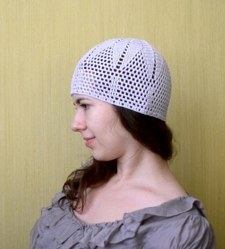 вязаная летняя шапочка серо голубого цвета вязание крючком летняя