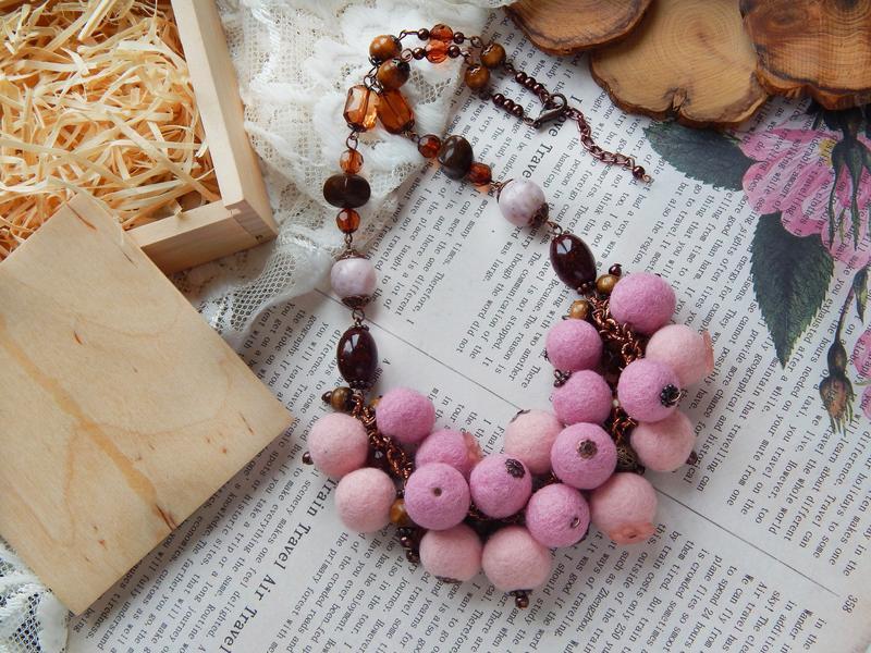 Намисто, бусы из шерсти валяні коралі стильний ексклюзивний подарунок  войлок