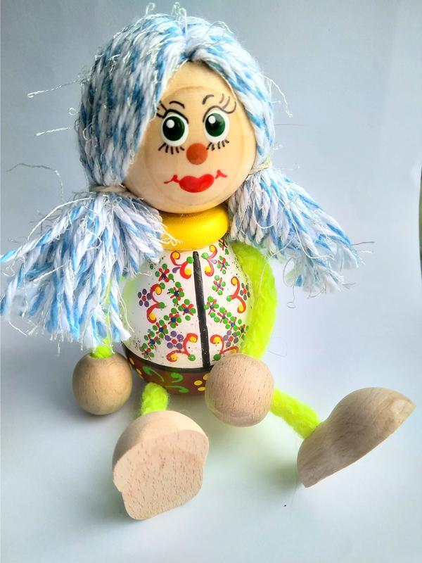 Сувенірна лялечка з дерева
