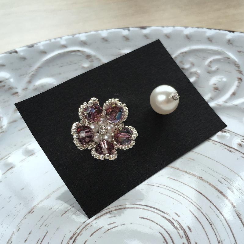 Цветочные лиловые серебряные серьги Swarovski с переливом из ювелирного бисера
