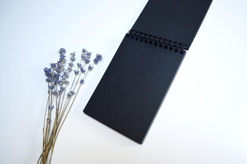 """Скетчбук черные страницы и белая ручка. Авторская иллюстрация """"Веточки в банке"""""""