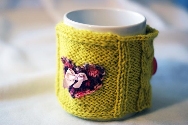 Грелка на чашку вязаная