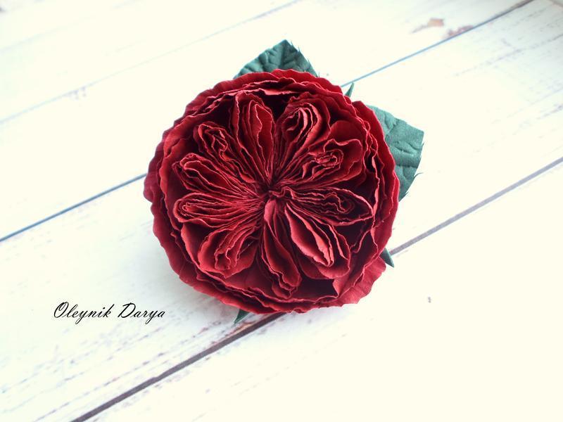 бордовая роза на резинке